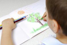 Theresa Foks Appelman: Alle 3-jarigen tekenen 'kopvoeters', 5-jarigen laten lachende zonnetjes zien en meisjes van 8 tekenen verwoed elfjes en prinsessen. Dat is geen toeval. De tekenontwikkeling loopt namelijk synchroo