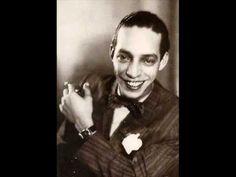 """""""A Dama do Cabaré"""" (1936), de Noel Rosa  Registra o primeiro encontro de Noel Rosa com Ceci, o grande amor de sua vida. Com algumas liberdades poéticas: a moça, então com 16 anos, não fumava; nem poderia entornar champanhe no """"soirée"""" porque ela não usava """"soirée"""" naquela noite de São João."""