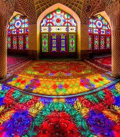 イランのモスク。 もっと見る