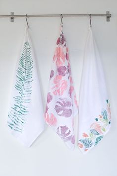 A leaf printed tea towel is an easy DIY for fall. All you need are a few materials and foraged leaves. Once you have everything it's only a 10 minute DIY! Dish Towels, Tea Towels, All You Need Is, Sewing Aprons, Fall Diy, Fabric Painting, Leaf Prints, Diy Gifts, Arts And Crafts