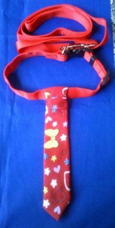 """Porque los caninos también tienen derecho a la elegancia...  Para nuestros amados perritos decidimos hacer modelos de corbatas en collares adecuados a su tamaño, para que puedan lucir su fantástico """"look"""" a donde vayan.  Precio: $12.000 pesos  Informes: 3144309086 - 3013667 / www.facebook.com/migatoylaluna"""