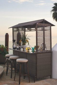 There's nothing like a Tiki Bar to get you and your guests in an island frame of mind. | Frontgate: Live Beautifully