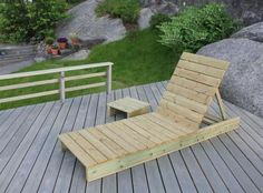 Garden lounger and side table