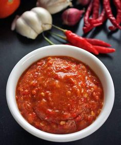 Sambal tomat is a chili sauce from West Java, it is best paired with lalapan (blanched vegetables), fried tofu, fried tempeh, and fried chicken. Hot Sauce Recipes, Spicy Recipes, Asian Recipes, Cooking Recipes, Ethnic Recipes, Cooking Tips, Indonesian Food, Indonesian Recipes, Indonesian Sambal Recipe