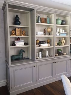 Interior, Shelf Decor Living Room, Snug Room, Living Room Decor, Home Decor, Living Room Built In Cabinets, Home And Living, Styling Shelves, Bookcase Decor