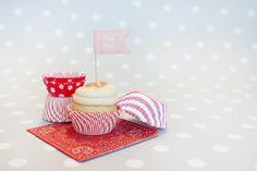 Decoración de fiestas. Kits para cupcakes de diferentes colores y diseños.