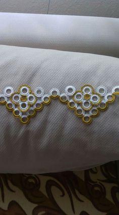 Sac lin et dentelé crochet Crochet Borders, Crochet Flower Patterns, Crochet Doilies, Crochet Flowers, Crochet Stitches, Crochet Table Runner, Embroidery, Dish Towels, Tricot