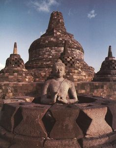 Borobudur was built by Sanmaratungga in the 8th century, and belongs to Buddha Mahayana. Borobudur was revealed by Sir Thomas Stanford Raffles in 1814. The temple was found in ruined condition and was buried. South of Magelang, Central Java.