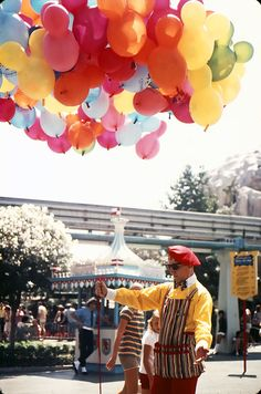 I remember these #Disneyland balloons well, back in the 70s. Would take one home with me after every trip!