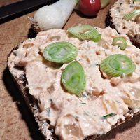 Recept : Havířská pomazánka | ReceptyOnLine.cz - kuchařka, recepty a inspirace Yummy Treats, Bread, Ethnic Recipes, Desserts, Tailgate Desserts, Deserts, Brot, Postres, Baking