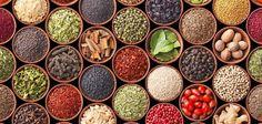Sus aromas permiten, simplemente cerrando los ojos, trasladarnos hasta los coloridos bazares de Oriente. De hecho allí son un elemento que no puede faltar en la preparación de muchos de sus platos más tradicionales.