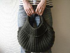 crochet bag by Mutsuko Kishi - I MUST make this bag... does anyone have the pattern??