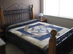 Joan at Leschenault: Labyrinth Quilt - FMQ Labrynth Quilt Pattern, Quilt Patterns Free, Free Pattern, Sewing Patterns, Quilting Designs, Quilting Ideas, Free Motion Quilting, King Beds, Quilt Blocks