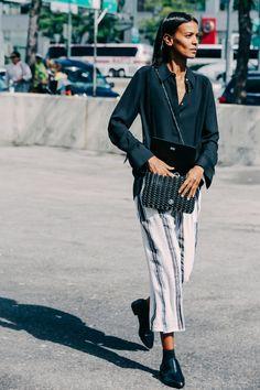 Street looks à la Fashion Week printemps-été 2016 de New York, Liya Kebede en chemise noire | Sup3rb