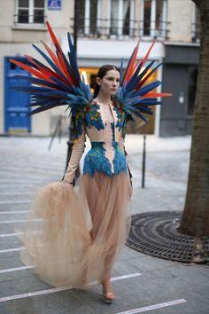 Bird of paradise costume haute couture 23 Ideas Fashion Week, Fashion Art, High Fashion, Fashion Show, Womens Fashion, Fashion Design, Fashion Online, Fashion Trends, Bird Costume