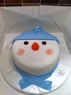 Frugal Christmas Pretty Snowman Cake Ideas for Christmas Cake Designs, Christmas Cake Decorations, Christmas Cupcakes, Holiday Cakes, Christmas Desserts, Christmas Treats, Xmas Cakes, Frugal Christmas, Fondant Cakes