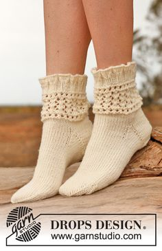 "Chrystal - Knitted DROPS socks with lace pattern in ""Karisma"". - Free pattern by DROPS Design Lace Socks, Knitted Slippers, Wool Socks, Crochet Slippers, Knit Crochet, Ankle Socks, Drops Design, Lace Knitting, Knitting Socks"