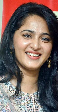 Actress Anushka Shetty In Transparent Blue Shirt Jeans Anushka Latest Photos, Anushka Photos, Beautiful Girl Indian, Most Beautiful Indian Actress, Beautiful Women, Beautiful Bollywood Actress, Beautiful Actresses, Beauty Full Girl, Beauty Women