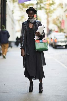 139 Street Snaps to Inspire Your Most Stylish Winter Ever : Toughen up a floaty dress with a leather coat and platform booties. Hipster Grunge, Street Chic, Street Style, Street Fashion, Short Cuir, Outfit Stile, Robes Glamour, Floaty Dress, Winter Stil