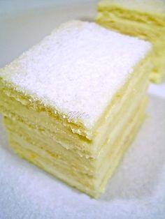 she said she wanted lemon as her cake for the wedding. DING DING DING lol Prajitura Alba ca Zapada Snow White cake with lemon cream Romanian Desserts, Romanian Food, Sweets Recipes, Cake Recipes, Cake Cookies, Cupcake Cakes, Snow White Cake, Snow Cake, Sicilian Recipes