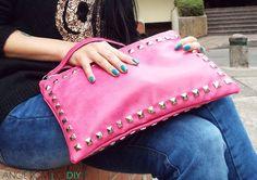 Bolso de mano con tachuelas
