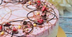 Valloittava vadelma-kinuskijuustokakku brownie-pohjalla Panna Cotta, Ethnic Recipes, Food, Dulce De Leche, Essen, Meals, Yemek, Eten