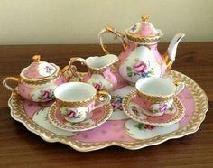 Childrens Tea Sets, Porcelain Dolls Value, China Tea Sets, Tea Pot Set, Teapots And Cups, Tea Art, Chocolate Pots, Cuisines Design, Antique China