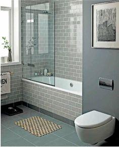 modernes kleines Bad Duschkabine Toilette Mosaikfliesen ...