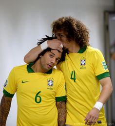 Marcelo Vieira and David Luiz// brazil nt HQ Cute Football Players, Brazil Football Team, Football Is Life, Watch Football, National Football Teams, Chelsea Football, World Football, Soccer Players, Football Soccer