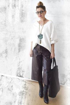die EDELFABRIK | Blog für Mode und Beauty | Ü40 Blog | Kassel | Frankfurt | Hannover | : Wie kombiniere ich Culottes mit Overknees - Ein He... Blazer Outfits, Pants Outfit, Chic Outfits, Coulottes Outfit, Culotte Style, How To Style Culottes, Leather Culottes, Culotte Shorts, Outfit Invierno