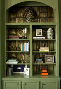 Cole & Sons Book wallpaper in bookshelves - Bailey McCarthy Green Bookshelves, Built In Bookcase, Bookcase Makeover, Ex Libris, Cole And Son Wallpaper, Book Wallpaper, Bookshelf Styling, Green Rooms, Decoration