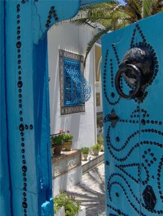 Sidi bou Said, Tunisia - gorgeous. Friend of mine painted her dining room this color and did a mural around the window made to look like this. Sidi Bou Said, Islamic Architecture, Architecture Details, Carthage, North Africa, Africa Travel, Islamic Art, Beautiful World, Beautiful Places