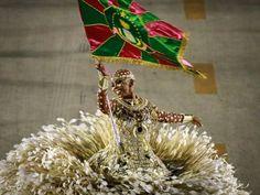 Porta-bandeira 'careca' chamou a atenção no desfile da Mangueira (Foto: Fabio Tito/G1)