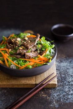 Vietnamese Lemongrass Beef Vermicelli Bowls - traditional Vietnamese rice noodle bowl served with seared slices of beef seasoned with fragrant lemongrass.   tamingofthespoon.com