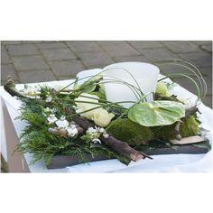 Kerststuk met decolicht - Deco Floral, Arte Floral, Floral Design, Christmas Flowers, Christmas Decorations, Table Decorations, Garden Workshops, Floral Arrangements, Fall Decor