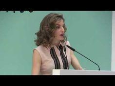 S.M. la Reina Letizia entrega a Doña Sofía un reconocimiento por su apoyo continuo a la FAD - YouTube