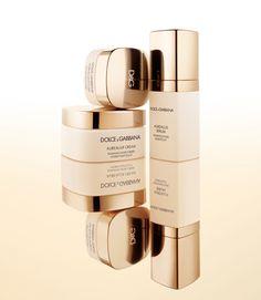 Les deux lignes de soins pour visage de Dolce  Gabbana http://www.vogue.fr/beaute/buzz-du-jour/diaporama/la-beaute-sicilienne-vue-par-dolce-gabbana/19444