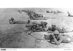 Ottoman Turk Machine Gun Corps at Tel esh Sheria Gaza Line, in part of the Sinai and Palestine Campaign. British troops were battling the the Ottoman Empire (supported by Germany), for control of the Suez Canal, Sinai Peninsula, and Palestine World War One, First World, Old World, Wilhelm Ii, Kaiser Wilhelm, Quiz Questions And Answers, Question And Answer, Ww1 Propaganda Posters, Guerra Total