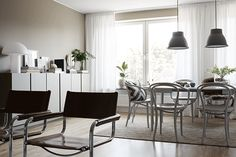 An Inviting Interior with a Classic palette and a Sophisticated Look - Nordic Design Nordic Design, Scandinavian Design, Dining Area, Dining Table, Dining Rooms, Gravity Home, Living Room Inspiration, Old Houses, Beautiful Homes