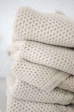Anyone know what stitch this is? It's Campaign for Wool week here in the UK. Let's celebrate in educating consumers about the versatility of wool and it's great interior product addition for your home. We love Wool! Cozy Blankets, Knitted Blankets, Textiles, Knitting Stitches, Knitting Patterns, Knitting Projects, Warm And Cozy, Knit Crochet, Honeycomb Stitch