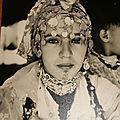 Jeune berbère : Khôl, tatouages, habits, parures, bijoux de fête