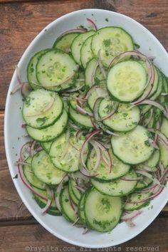 Ensalada de pepino y cebolla / Cucumber salad with red onions, lime and cilantro Cucumber Recipes, Cucumber Salad, Veggie Recipes, Mexican Food Recipes, Cooking Recipes, Vegetarian Recipes, Healthy Recipes, Mexican Cucumber Recipe, Juicer Recipes