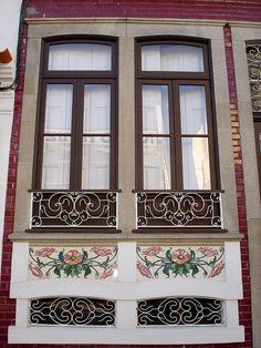 Azulejos em Ovar património a preservar   As fotografias representam uma parte importante da identidade vareira e a forma como os azulejos conferem à cidade de Ovar uma atmosfera especial   www.ondasdaserra.pt #ovar #azulejo #turismo #portugal