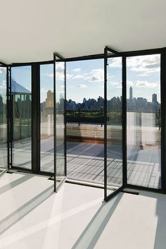 Living space & Furniture Inspiration Extraordinary glass balcony with view of NY skyline // Architecture, Living Space & Furniture InspirationExtraordinary glass balcony with view of NY skyline // Architecture, Living Space & Furniture Inspiration Exterior Design, Interior And Exterior, Living Spaces Furniture, Space Furniture, Glass Balcony, Dream Apartment, Apartment View, Manhattan Apartment, House Goals