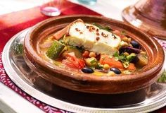 Vegetarische tajine met gegrilde feta A Food, Good Food, Food And Drink, Yummy Food, Tajine Vegan, Tagine, Tajin Recipes, Middle East Food, Vegetarian Recipes