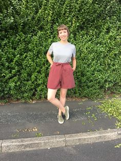 The Magnificent Thread: Afternoon Fern Shorts Waist Skirt, High Waisted Skirt, Ferns, Bermuda Shorts, Sewing Projects, Capri Pants, Fitness, Skirts, Fabric