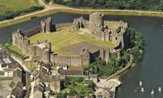 Birthplace of my GGM, Isabel Marshal, daughter of the great Knight Sir William Marshal. Welsh Castles, Castles In Wales, Pembroke Castle, Perfect Place, The Good Place, Celtic Nations, Pembrokeshire Coast, Plantagenet, Historical Landmarks