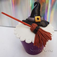 Halloween   Sweets Nessa   Elo7 - Modelagem em fondant o divertido tema Halloween deixa esse cupcake ainda mais bonito além de delicioso!