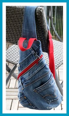 Crossbag made of jeans antetanni sews , Jean Purses, Denim Handbags, Diy Tote Bag, Denim Crafts, Patchwork Jeans, Diy Handbag, Old Jeans, Denim Jeans, Denim Bag