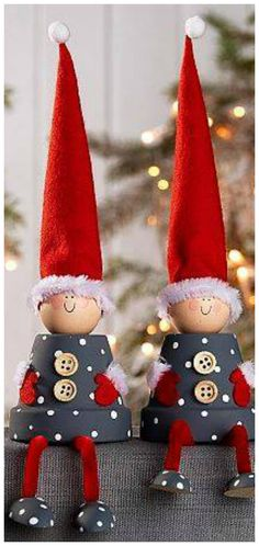 Discover recipes, home ideas, style inspiration and other ideas to try. Ornament Crafts, Christmas Projects, Felt Crafts, Holiday Crafts, Christmas Holidays, Christmas Decorations, Christmas Ornaments, Flower Pot Crafts, Theme Noel